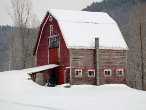 Postal: Nieve sobre el granero