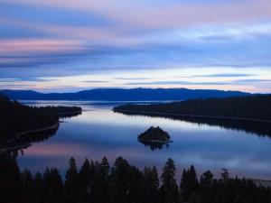 Postal: Amanecer en el lago Tahoe (California)