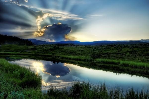 Sol detrás de una nube