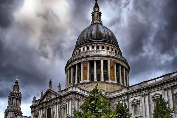Nubes sobre la Catedral de San Pablo de Londres