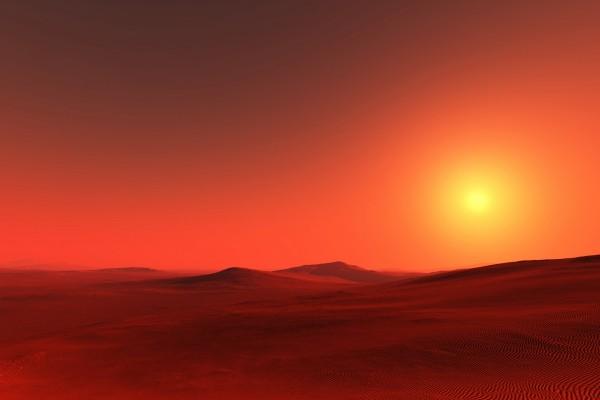 Bello atardecer en el desierto