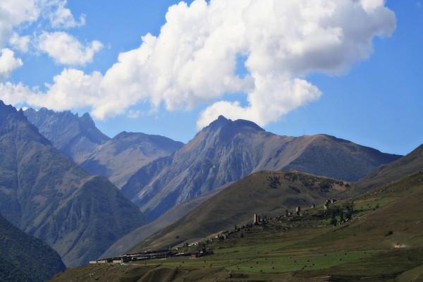 Nubes difusas sobre las montañas