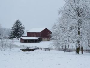 Postal: Granja cubierta de nieve