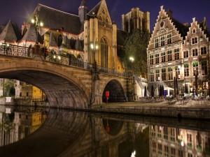 Hermoso puente en Brujas (Bélgica)
