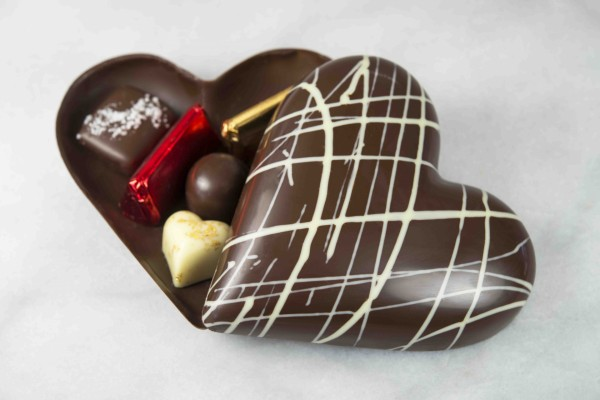 Corazón de chocolate lleno de bombones