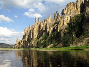 Postal: El río Lena y los Pilares del Lena