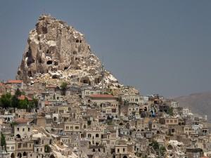 Casas en una montaña rocosa (Turquía)