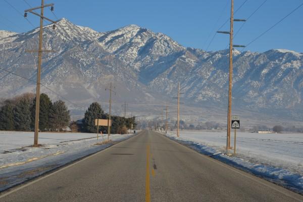 Carretera desierta en invierno