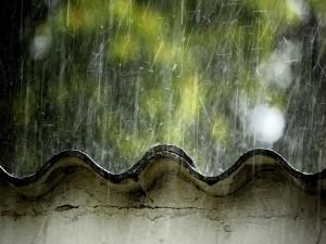 Postal: Lluvia sobre un tejado