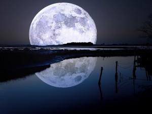 Postal: Espectacular  luna llena