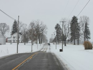 Postal: Circulando por una carretera con nieve