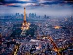 París iluminada al anochecer