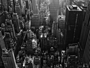 Edificios de una gran ciudad en blanco y negro