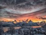 Pueblo cubierto de nieve (Noruega)