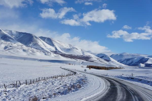 Nieve sobre una carretera