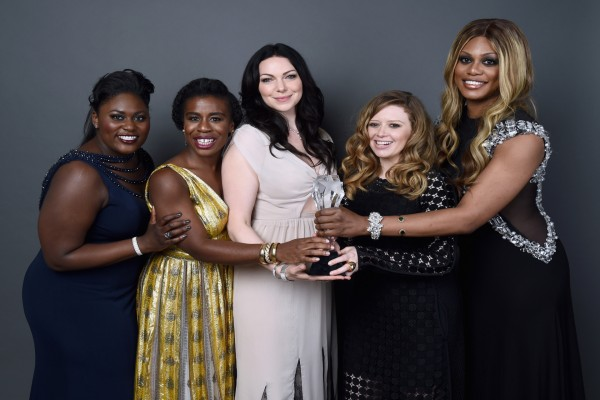 "Actrices de la serie ""Orange is the new Black"" felices tras ganar un premio"