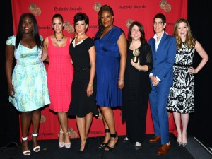 "Chicas de ""Orange is the new Black"" posando tras recoger el premio Peabody"