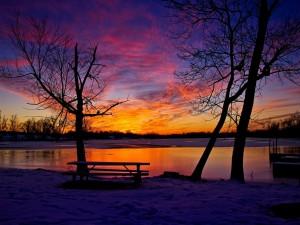 Postal: Un hermoso amanecer cubierto de nieve