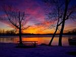 Un hermoso amanecer cubierto de nieve