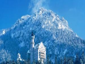 Postal: El castillo de Neuschwanstein visto en invierno