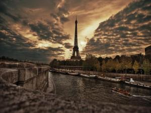 Postal: Barcos en el río Sena (París)