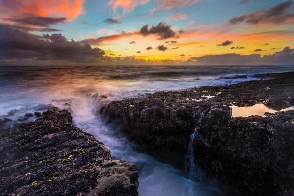 El océano conquistando la costa
