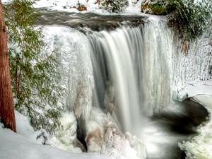 Espectacular cascada congelada