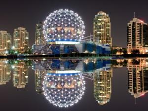 Edificios iluminados (Canadá, Vancouver)