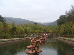 Estatuas en una gran fuente