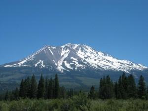Postal: Montañas con nieve durante la primavera