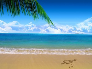 Postal: Corazón sobre la arena de una playa