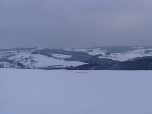 Postal: Cielo cubierto sobre un paisaje nevado