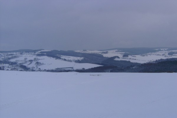 Cielo cubierto sobre un paisaje nevado