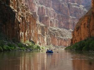 Postal: Navegando por el río Colorado