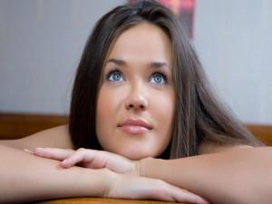 Postal: Morena de ojos azules