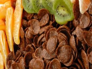 Cereales y frutas para un buen desayuno