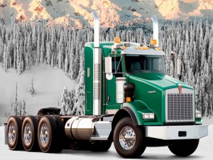 Un Trailer Kenworth T800 Truck en un bosque nevado