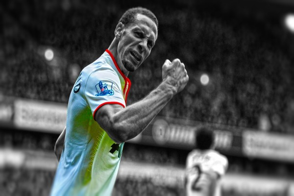 El futbolista Rio Ferdinand jugando en el Manchester United