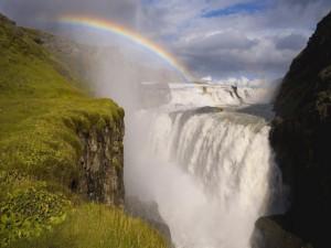 Postal: Arcoíris sobre las grandes cascadas
