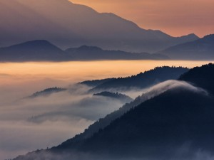 Mar de nubes al amanecer