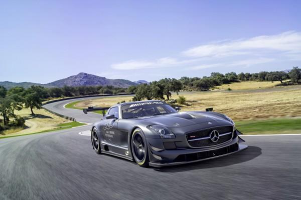 Pilotando un Mercedes-Benz SLS AMG
