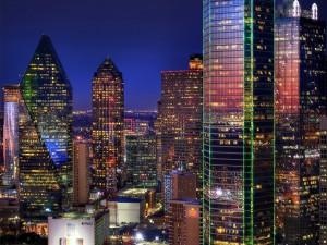 Grandes edificios iluminados