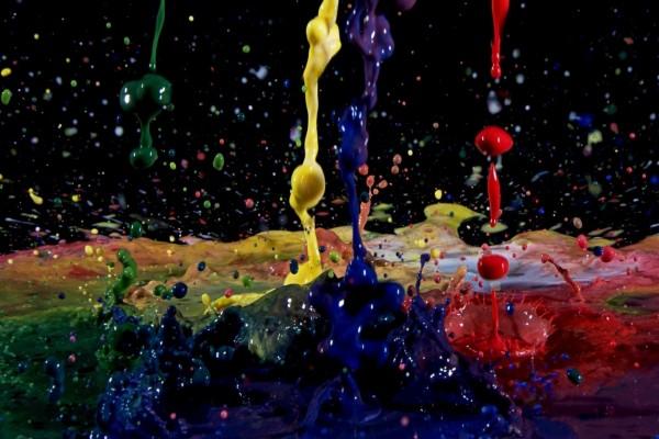 Salpicaduras de pintura de muchos colores