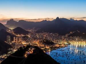 Postal: Anochece en Río de Janeiro