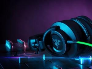 Postal: Auriculares Razer para DJ