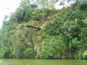 Trampolín solitario en Laguna Sauce, San Martín
