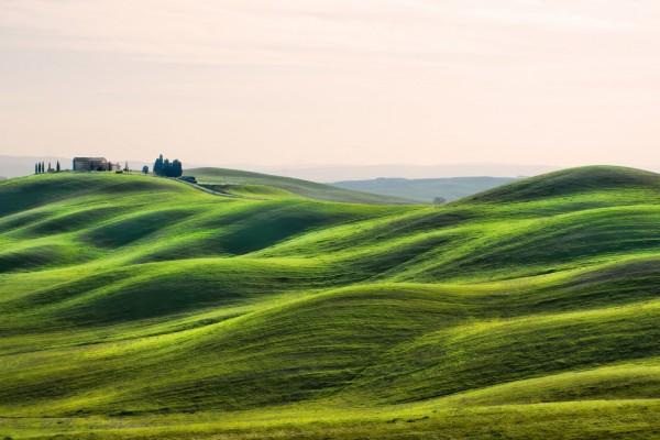 Gran casa en una colina