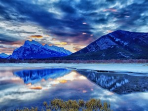 Crepúsculo en el parque nacional de Banff