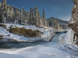Postal: Río cubierto de nieve en invierno