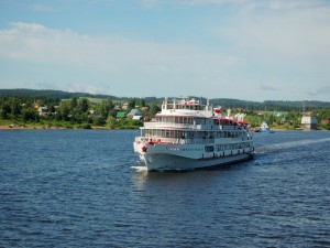 Postal: Crucero pasando por pueblos rurales